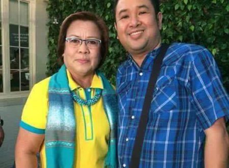 Who is this mystery gay together with De Lima?