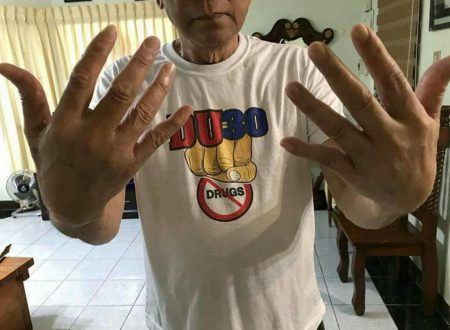 LOOK: Duterte shows his swollen fist after he punched a wall in anger of DOJ's decision to clear Espinosa,Lim